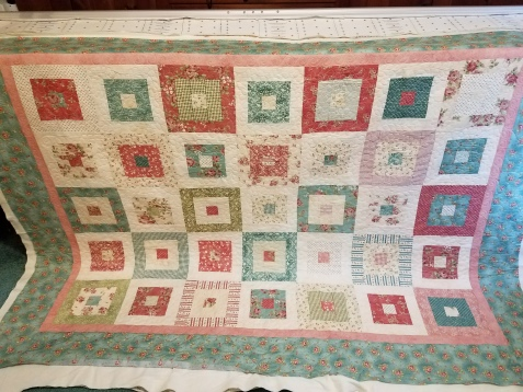 pretty quilt quilted by Vicki Holloway